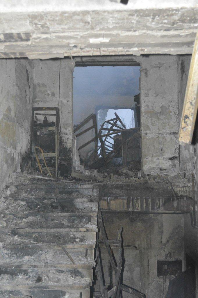 Опубликованы фотографии сгоревшего здания ГУВД и Мариупольского горсовета (ФОТО), фото-10