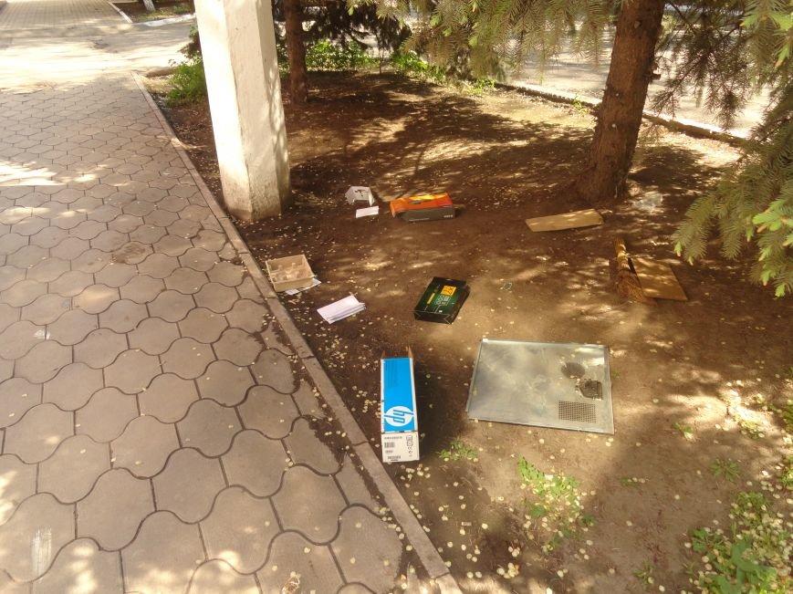 Мародерство продолжается. В Мариуполе пытались ограбить магазин бытовой техники (ФОТО), фото-2