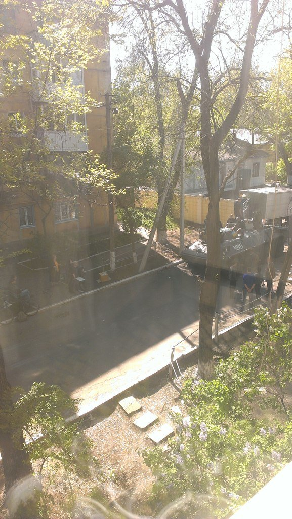 В Мариуполе с территории брошенной воинской части угнали БТР (ФОТО), фото-1