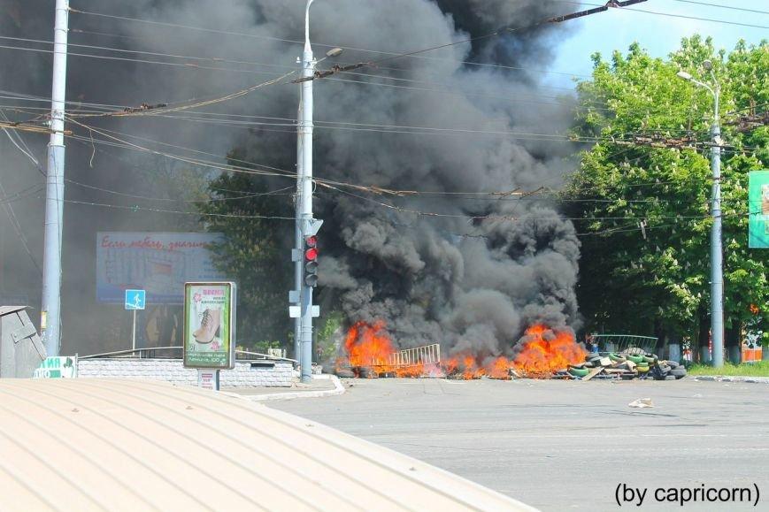 В Мариуполе горели баррикады у подземного перехода (ФОТО), фото-1