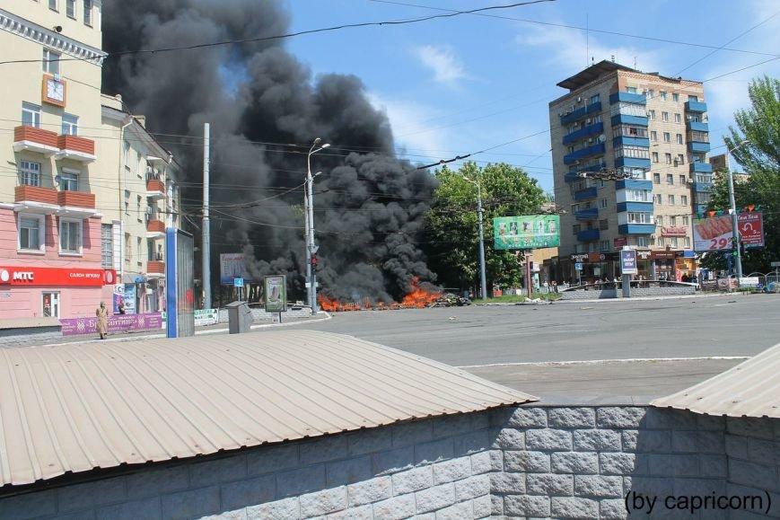 В Мариуполе горели баррикады у подземного перехода (ФОТО), фото-2