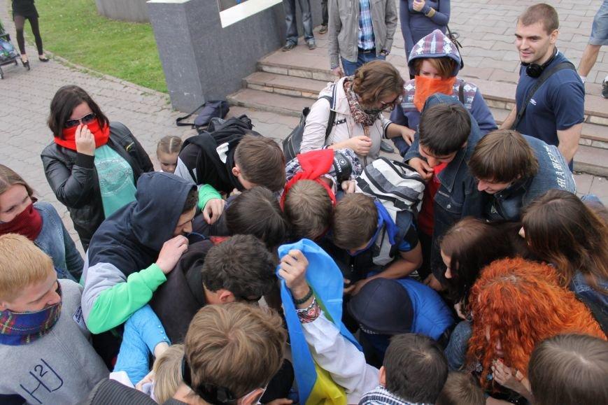 В Кривом Роге  на шутливый флеш-моб  первыми отреагировали сотрудники милиции (ФОТО, ВИДЕО), фото-9