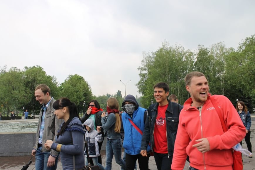 В Кривом Роге  на шутливый флеш-моб  первыми отреагировали сотрудники милиции (ФОТО, ВИДЕО), фото-6