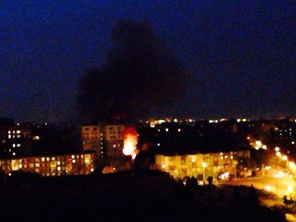 В Мариуполе горит воинская часть на пр. Нахимова и городская прокуратура (ФОТО+ВИДЕО), фото-3