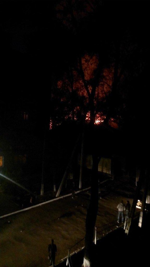 В Мариуполе горит воинская часть на пр. Нахимова и городская прокуратура (ФОТО+ВИДЕО), фото-1