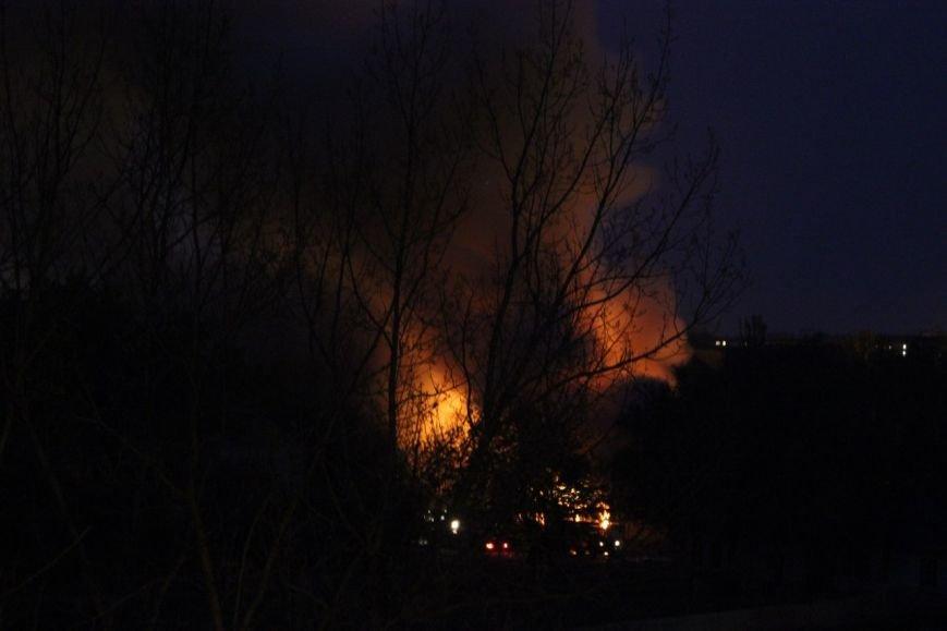 В Мариуполе горит воинская часть на пр. Нахимова и городская прокуратура (ФОТО+ВИДЕО), фото-4