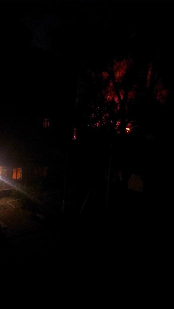 В Мариуполе горит воинская часть на пр. Нахимова и городская прокуратура (ФОТО+ВИДЕО), фото-2