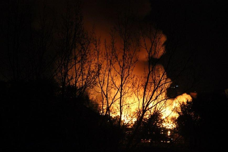 В Мариуполе горит воинская часть на пр. Нахимова и городская прокуратура (ФОТО+ВИДЕО), фото-5