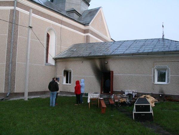 На Тернопільщині в одному селищі горіли одразу дві церкви (фото), фото-1