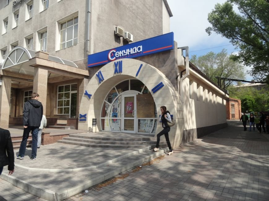 В центре Мариуполя ограблен магазин часов (ФОТО), фото-1