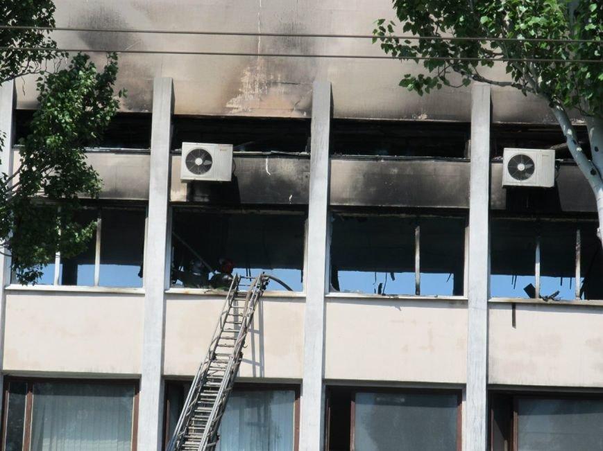 В Мариуполе выгорел до тла большой зал горсовета (ФОТО), фото-5