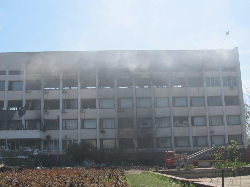 В Мариуполе выгорел до тла большой зал горсовета (ФОТО), фото-1