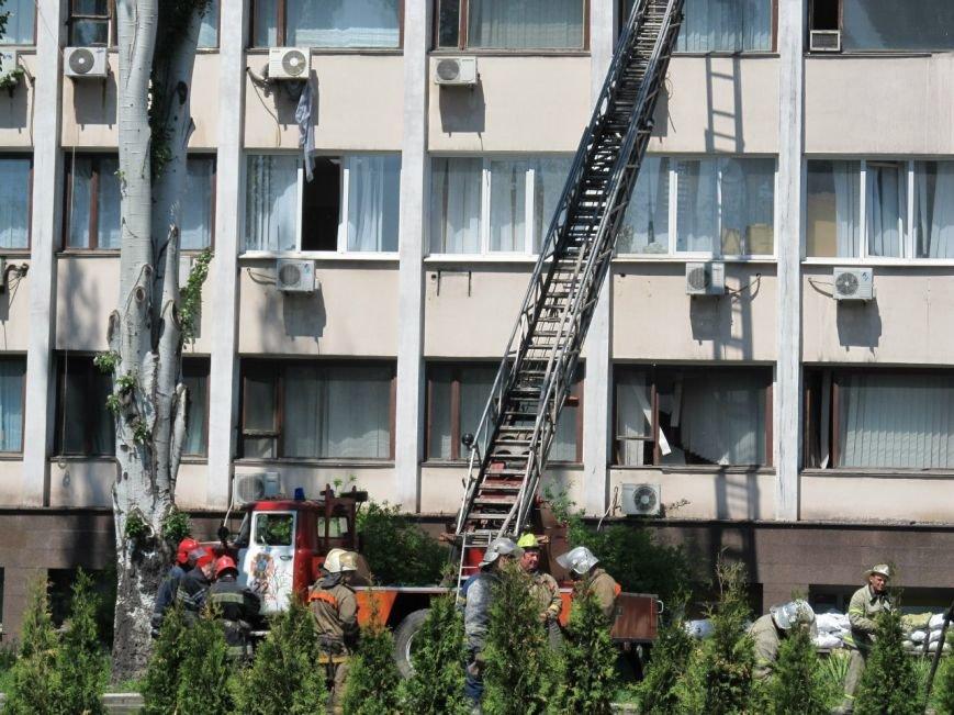 В Мариуполе выгорел до тла большой зал горсовета (ФОТО), фото-2
