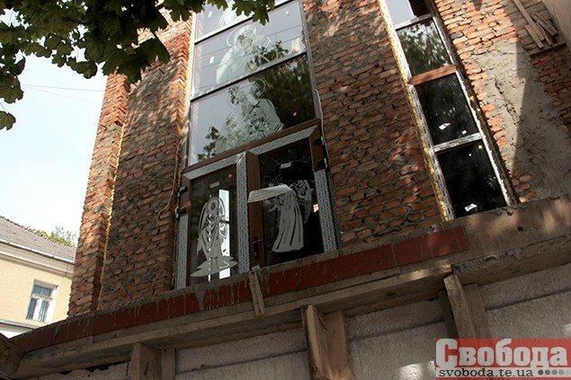 У центрі Тернополя вандали поглумилися над каплицею (ФОТО), фото-1