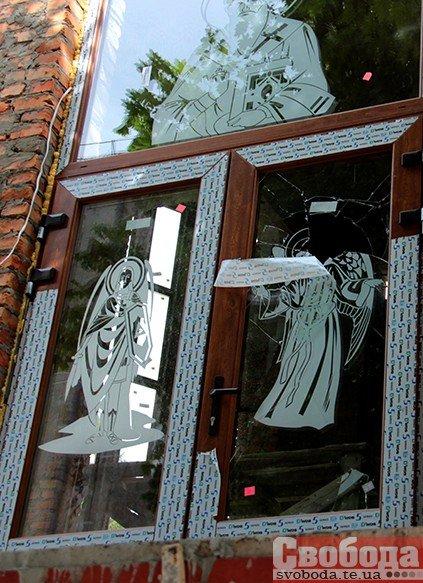У центрі Тернополя вандали поглумилися над каплицею (ФОТО), фото-2