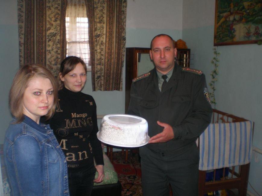 ФОТОФАКТ: В Артемовском следственном изоляторе отпраздновали День матери, фото-1