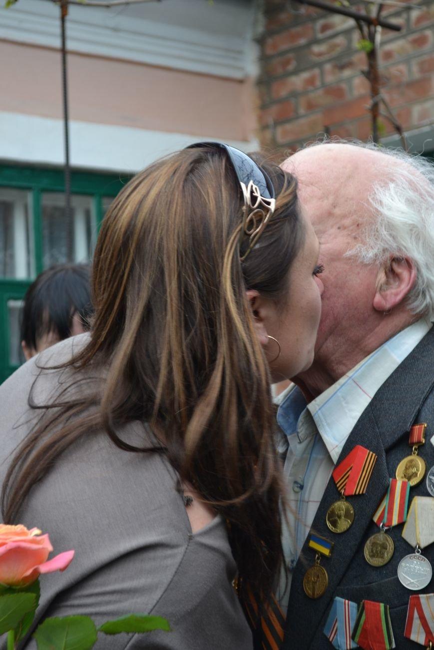 «Дед, я тебя помню!»: рядовые горловчане поздравили ветеранов с Днём Победы, фото-7