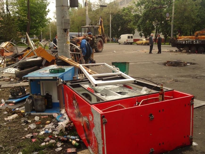 В Мариуполе центральную часть города очистили от баррикад (ФОТО), фото-4