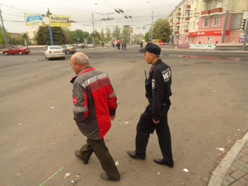 В Мариуполе центральную часть города очистили от баррикад (ФОТО), фото-10