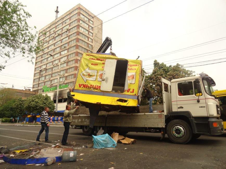 В Мариуполе центральную часть города очистили от баррикад (ФОТО), фото-8