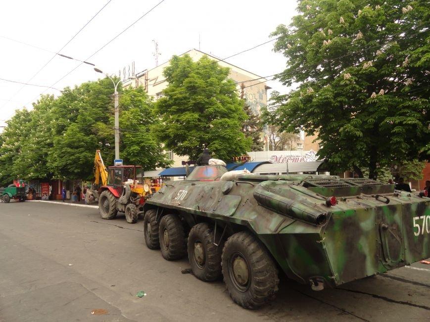 В Мариуполе центральную часть города очистили от баррикад (ФОТО), фото-2