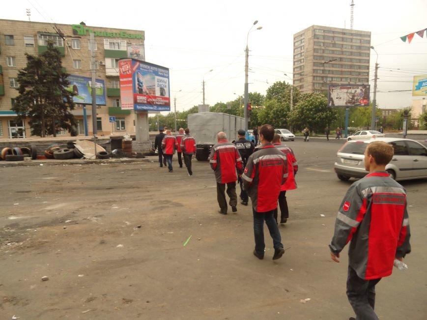 В Мариуполе центральную часть города очистили от баррикад (ФОТО), фото-11