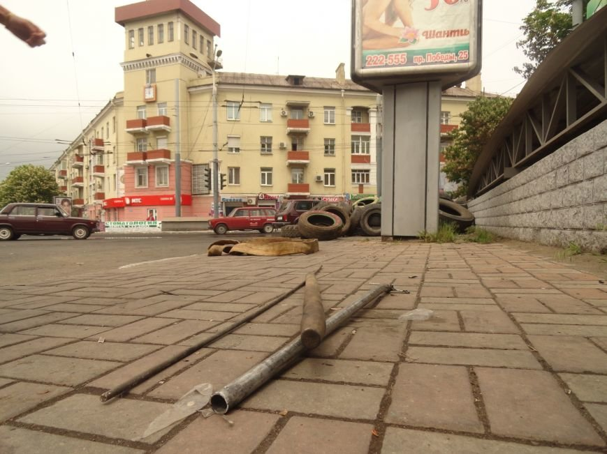 В Мариуполе центральную часть города очистили от баррикад (ФОТО), фото-9