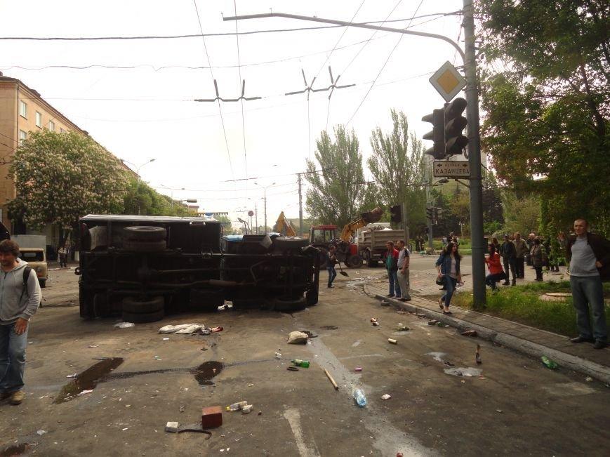 В Мариуполе центральную часть города очистили от баррикад (ФОТО), фото-1