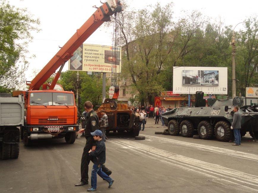 В Мариуполе центральную часть города очистили от баррикад (ФОТО), фото-12