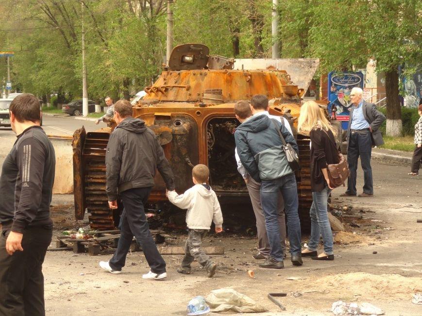 В Мариуполе центральную часть города очистили от баррикад (ФОТО), фото-5