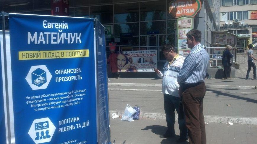 Охранник пытался прогнать с территории торгового центра кандидата в мэры Николаева (ФОТО), фото-3