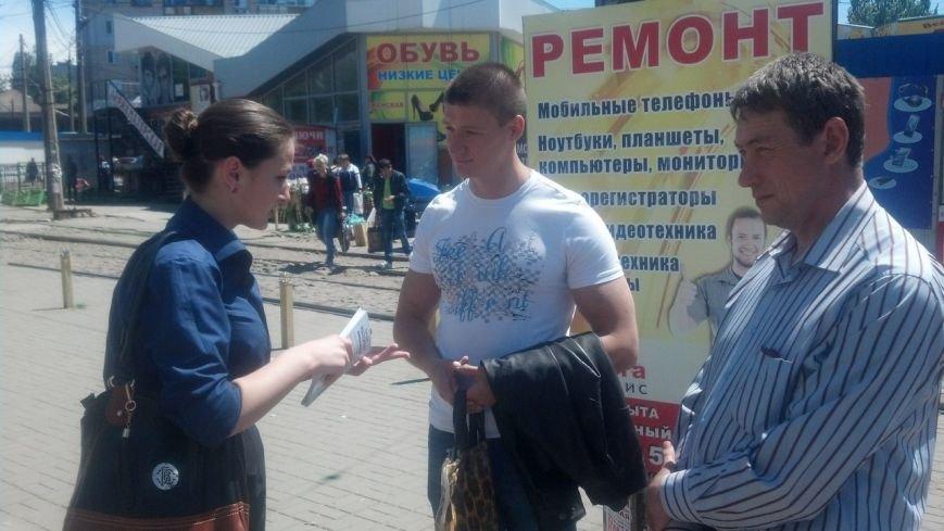 Охранник пытался прогнать с территории торгового центра кандидата в мэры Николаева (ФОТО), фото-2