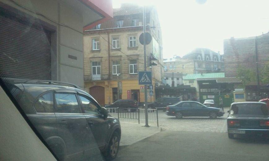 На одному із перехресть Львова пішоходи вимушені переходити дорогу наосліп (ФОТО), фото-1