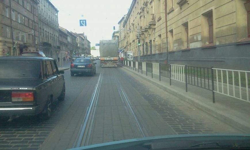 На одному із перехресть Львова пішоходи вимушені переходити дорогу наосліп (ФОТО), фото-2