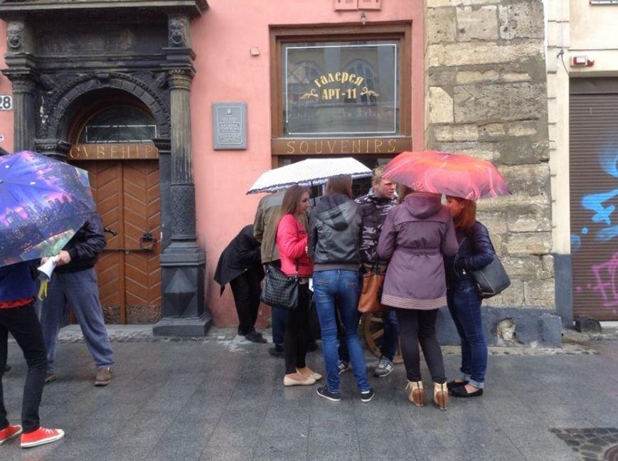 Сьогодні на площі Ринок скандалили через арт-галерею (ФОТО, ВІДЕО), фото-4