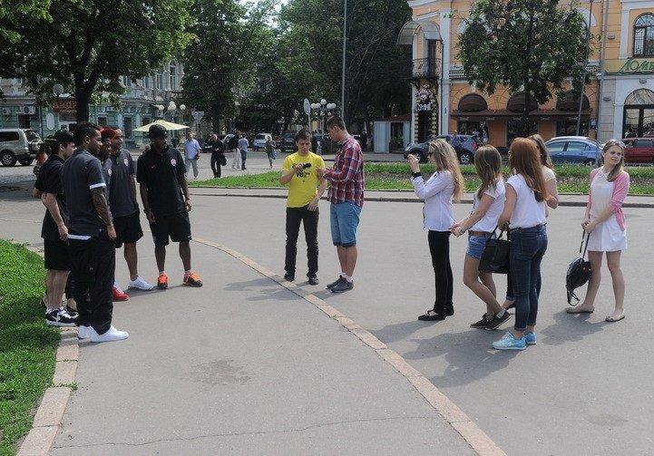 Футболісти «Шахтаря» прогулялися Полтавою, фото-4