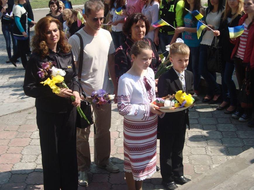 В Днепродзержинске в международный день семьи почтили матерей, фото-1