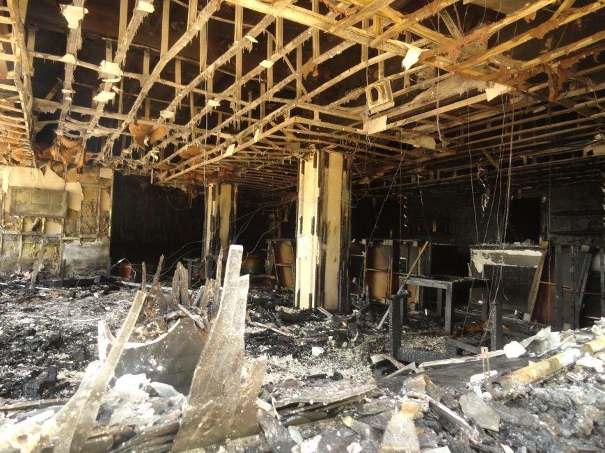 В Мариуполе  ночью горел  НК «Барбарис» (Фотофакт), фото-1