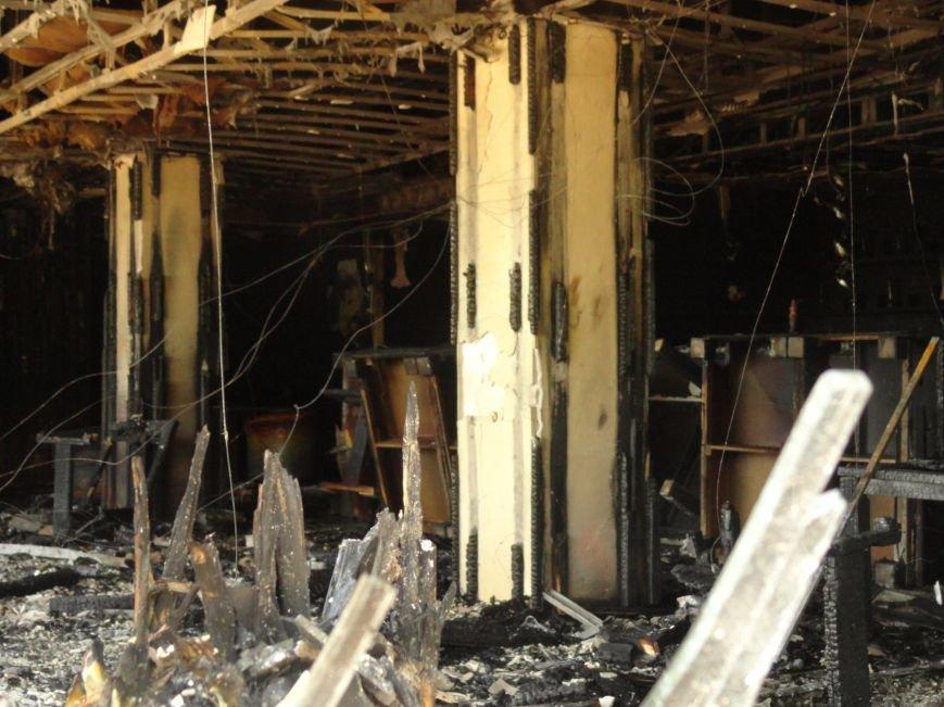 В Мариуполе  ночью горел  НК «Барбарис» (Фотофакт), фото-4