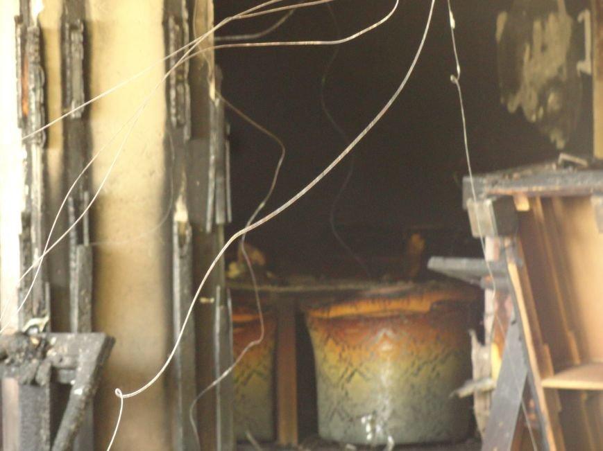 В Мариуполе  ночью горел  НК «Барбарис» (Фотофакт), фото-2
