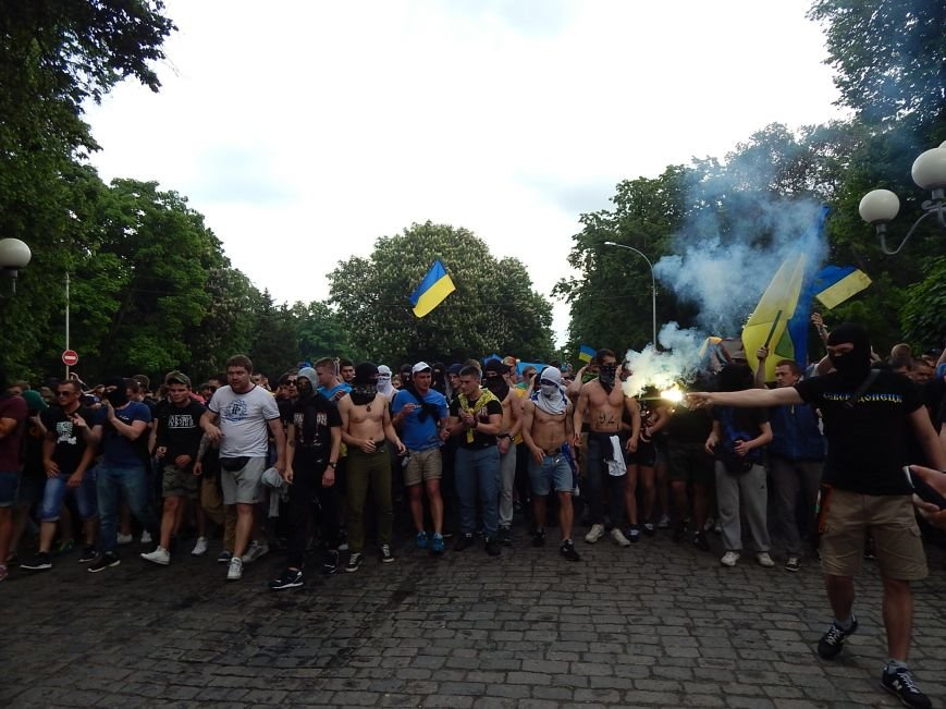 Вражаюча багатотисячна хода футбольних вболівальників у Полтаві за єдність України (ФОТО, ВІДЕО), фото-9