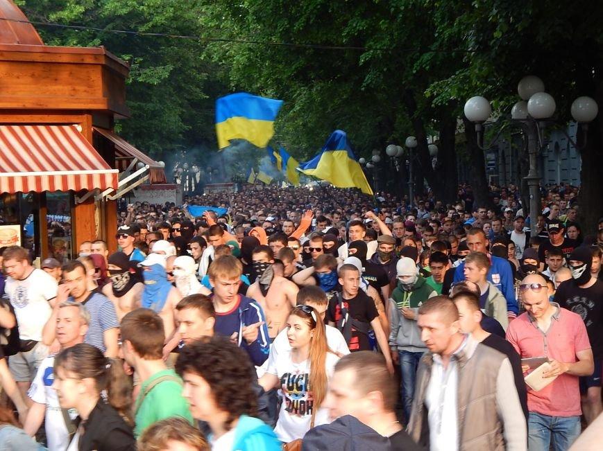 Вражаюча багатотисячна хода футбольних вболівальників у Полтаві за єдність України (ФОТО, ВІДЕО), фото-6