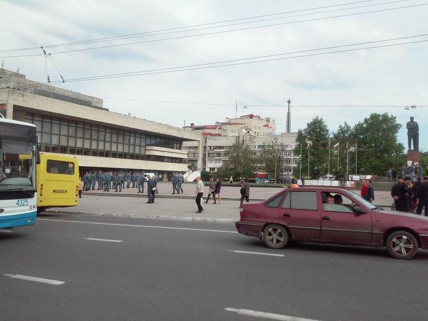 ФОТОФАКТ: В центр Симферополя съехались бойцы ОМОНа, фото-3