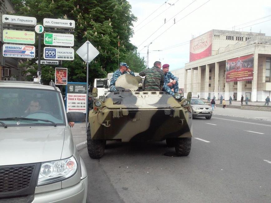 ФОТОФАКТ: В центр Симферополя съехались бойцы ОМОНа, фото-2