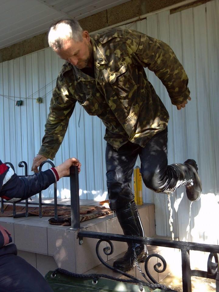 Під час евакуації на Львівщині, люди залазили на дахи (ФОТО), фото-1