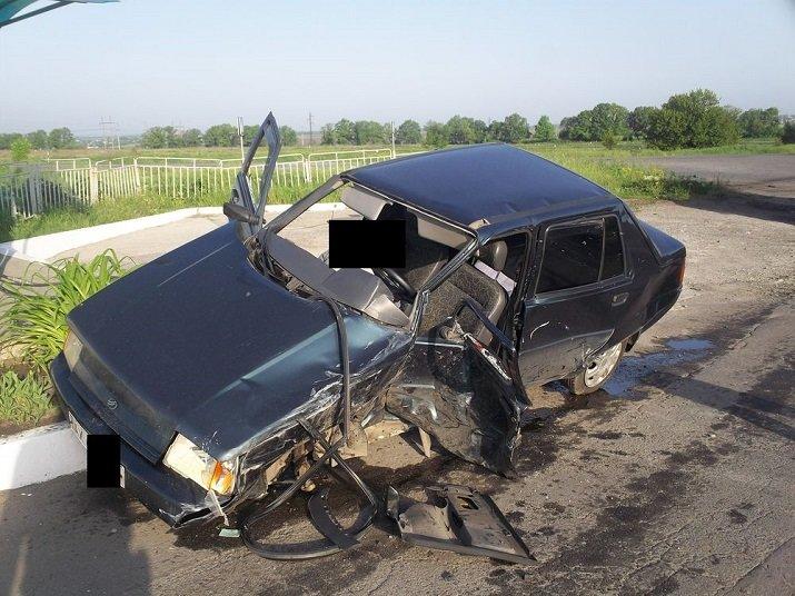 На окраине Харькова легковушка столкнулась с микроавтобусом: есть погибший, фото-2