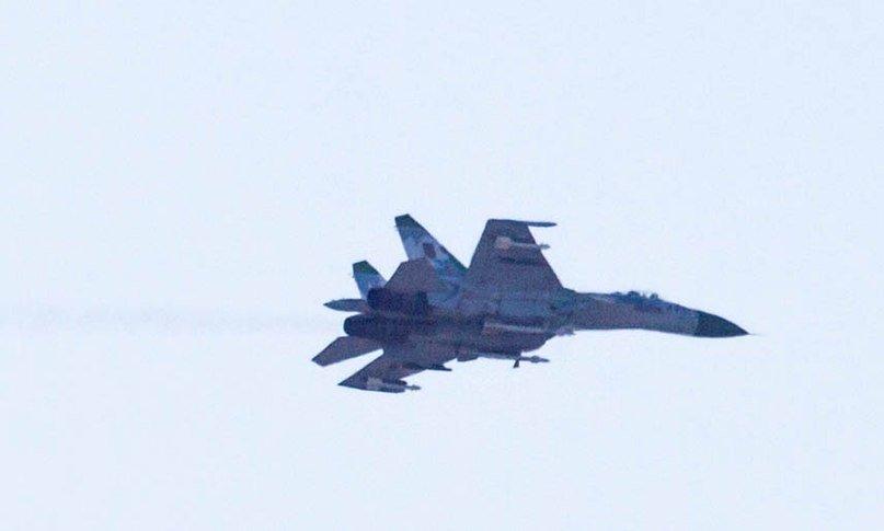 В соцсетях появились фото истребителя, который был сегодня замечен в небе над Горловкой, фото-2
