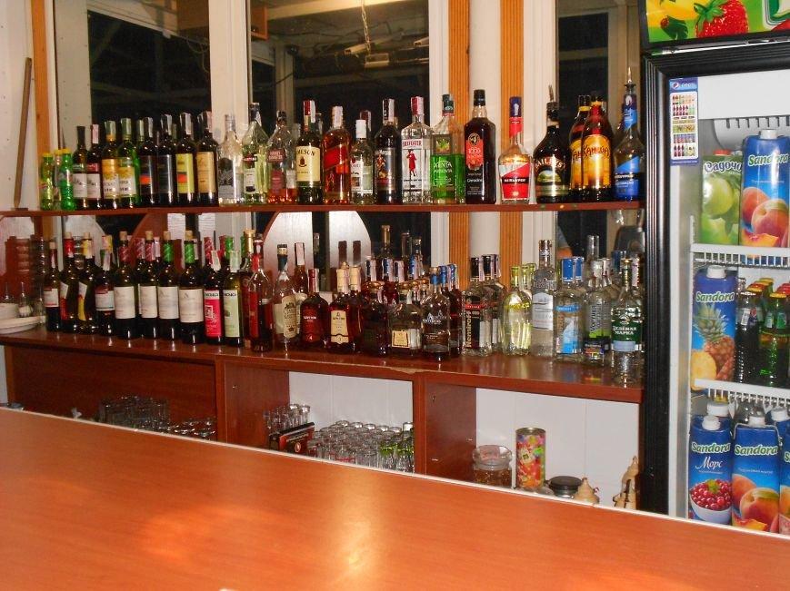 Новые факты сбыта алкоголя и сигарет без лицензии были обнаружены стражами правопорядка из Днепродзержинска, фото-2