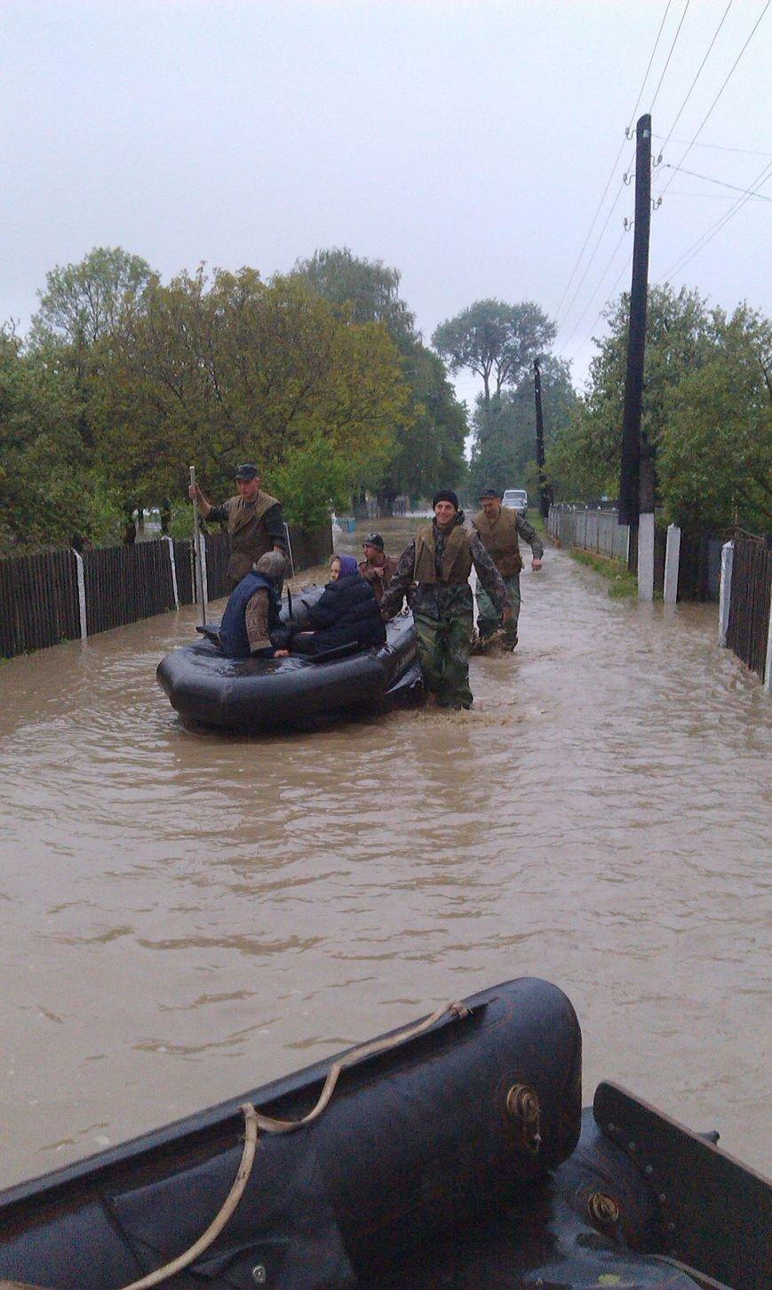 Допоможемо усім Львовом: до евакуації потерпілих від негоди долучились львівські військові (ФОТО), фото-4