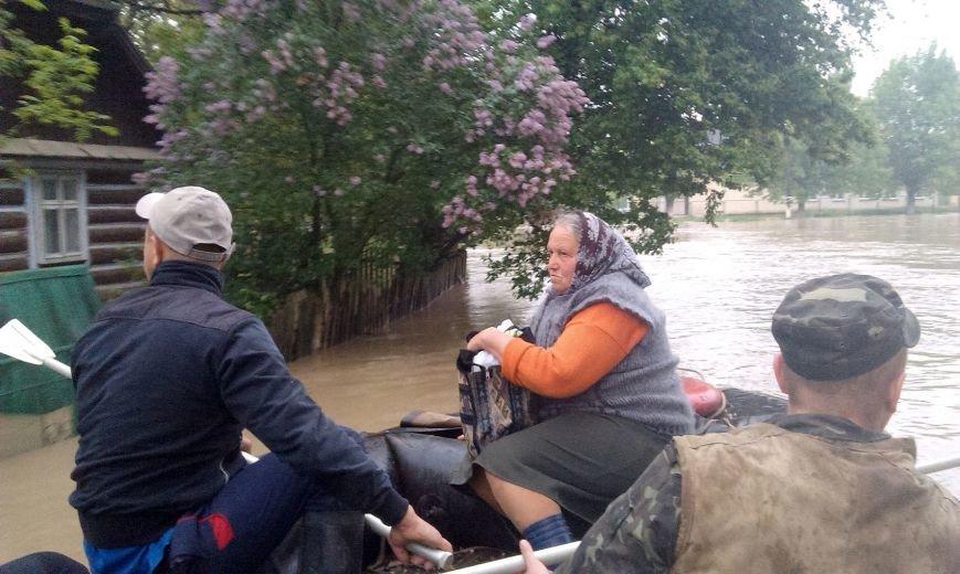 Допоможемо усім Львовом: до евакуації потерпілих від негоди долучились львівські військові (ФОТО), фото-2